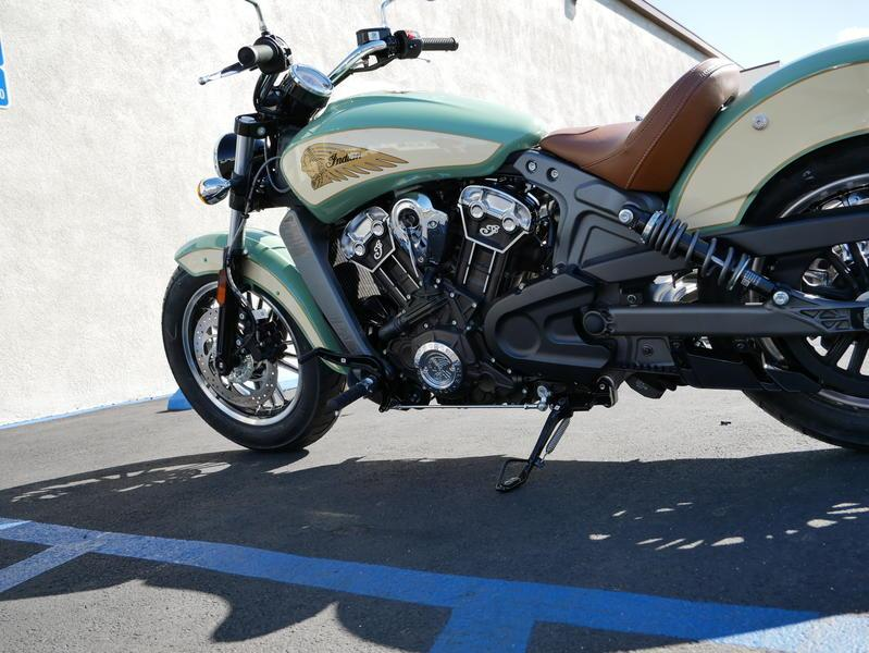 633-indianmotorcycle-scoutabswillowgreen-ivorycream-2019-7109450